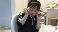 <p>Ada-ada aja tingkah Yuli. Mau makan berpose dulu. (Foto: Instagram @1004yul_i)</p>