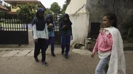 FOTO: Rajutan Asa Siti Fatimah di Balik Bedeng Ibu Kota