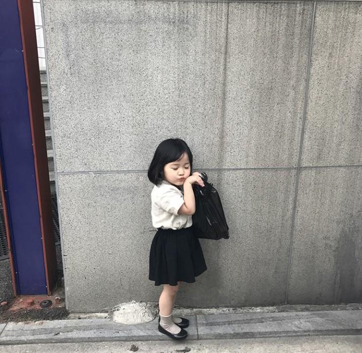 Ini Kwon Yuli, selebgram cilik dari Korea Selatan. Nggak heran followers Instagramnya sampai 1 jutaan. Tingkah Yuli emang bikin gregetan!
