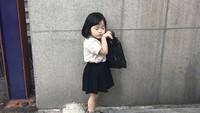 <p>Kamu lagi niru gayanya siapa lagi nih Yuli? (Foto: Instagram @1004yul_i)</p>