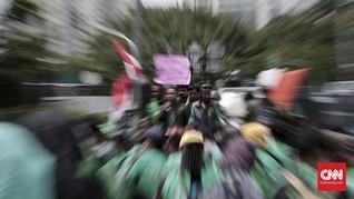 Di balik Video Viral Massa Ojol Surabaya Kerumuni Truk Beras
