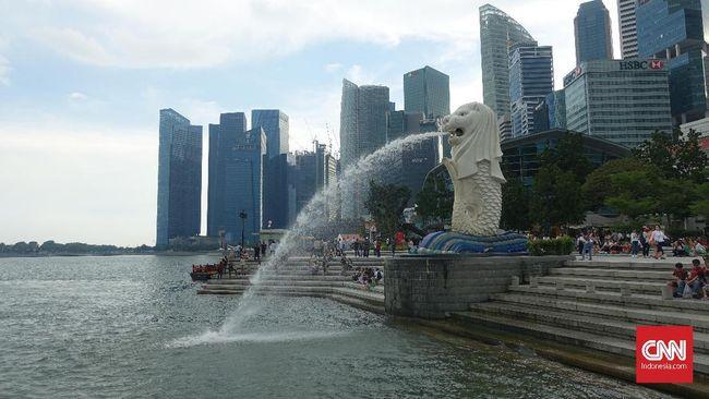 PM Singapura Lee Hsien Loong mengumumkan perkantoran dan sekolah akan dihentikan mulai Selasa (7/4). Siswa akan diminta belajar secara daring mulai Rabu (9/4)