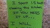 <p>Ya gini deh, kalau bunda lelah banget karena bersih-bersih dapur 1,5 jam. (Foto: Facebook/ Muddled Up Mummy)</p>