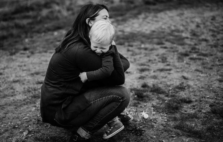 Hangatnya pelukan Bunda bisa jadi tempat bersandar si kecil yang paling nyaman.
