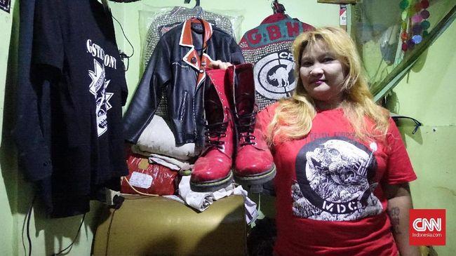 Punk mulanya di Indonesia diikuti oleh para pemuda kelas menengah. Kini terus berkembang dan disebut keberadaanya sebagai terbesar di dunia.