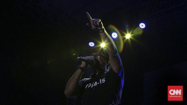 Kehadiran Stinky, Sabtu (25/11) malam di panggung 90's Icon Stage terasa makin kental dengan kehadiran Andre Taulany sebagai vokalis terdahulunya.
