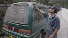 Cara Aman Bersihkan Mobil dari Abu Erupsi Merapi