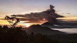 FOTO: Peningkatan Status Erupsi Gunung Agung