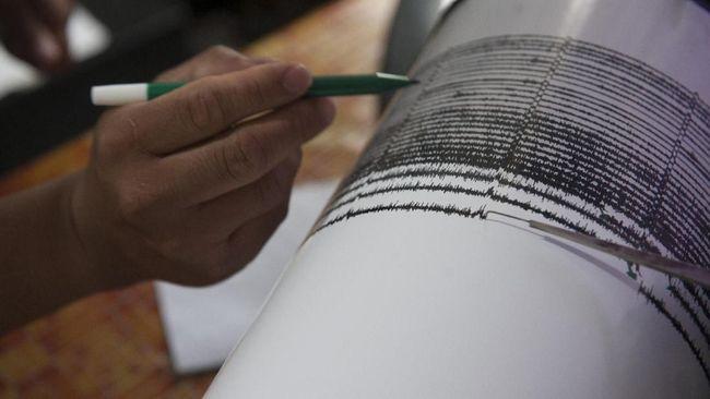 BMKG mencatat gempa bumi bermagnitudo 5,3 mengguncang Manokwari, Papua Barat pada selasa (19/11) pukul 04.40 WIB.