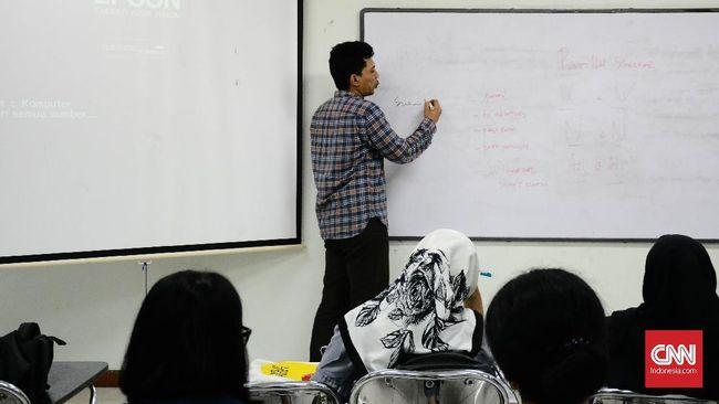 Menristekdikti Mohamad Nasir dinilai tak paham persoalan utama pendidikan tinggi. Merekrut rektor asing disebut tak menjamin mendongkrak peringkat universitas.