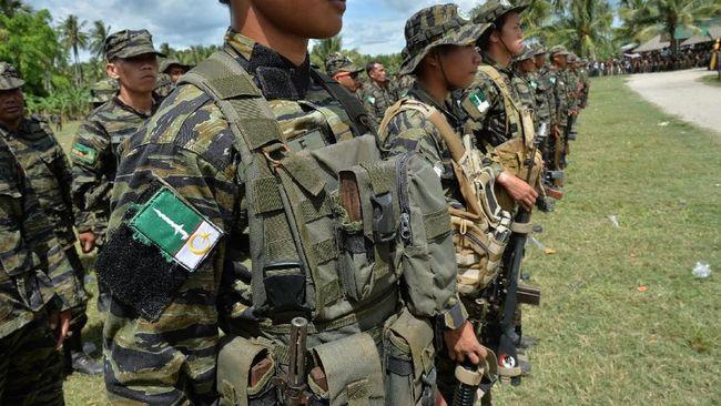 Umat Muslim dan Kristen di Filipina menggelar aksi besar-besaran menuntut kelanjutan perundingan damai pemerintah dan kelompok pemberontak Islam terbesar, MILF.