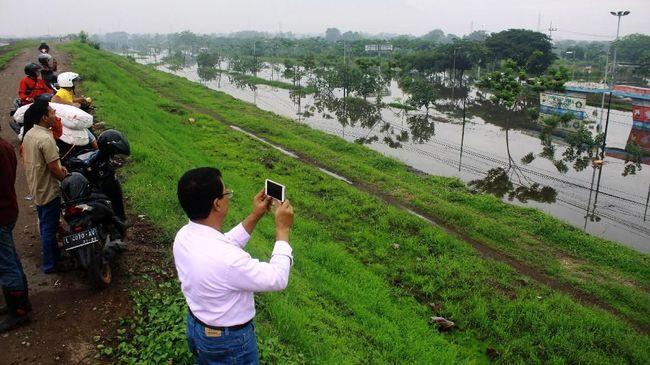 BPBD Sidoarjo menetapkan status tanggap darurat bencana selama dua pekan ke depan terkait dengan banjir yang melanda wilayah Sidoarjo.