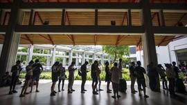 FOTO: Mereka yang Terdampar di Bandara Ngurah Rai