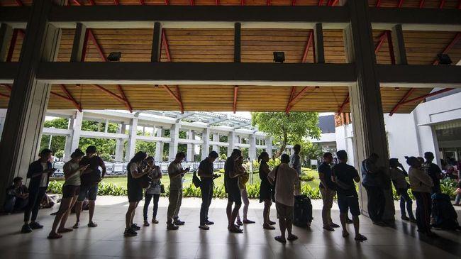 Posko Terpadu Bandara I Gusti Ngurah Rai mencatat penurunan jumlah penumpang domestik yang meninggalkan Bali, yakni sebanyak 20,23 persen pada H-2 lebaran.