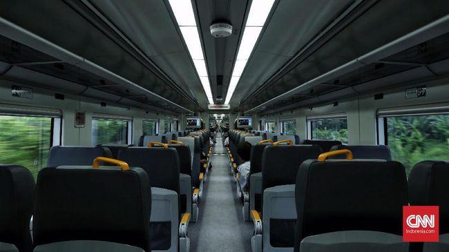 Tarif yang akan dikenakan kepada penumpang untuk layanan KA Bandara Soekarno-Hatta dipatok dengan harga Rp 30.000 per orang mulai tanggal 1 hingga 31 Desember 2017. Selanjutnya,dipekirakan dikenakan tarif normalnya menjadi Rp 100.000 per orang.