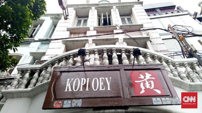 Bondan Winarno juga sosok pengusaha kuliner. Bondan memiliki restoran makanan Melayu, Indonesia dalam daftar menunya. Restorannya dikenal dengan nama Kopi Oey.