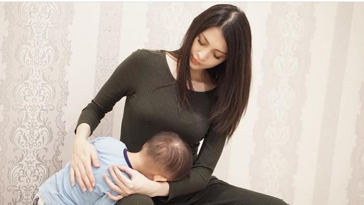 <p>Svarga sebentar lagi jadi kakak lho. Sekarang di perut Momma Donita ada calon dedek bayi. (Foto: Instagram @donitabhubiy)</p>