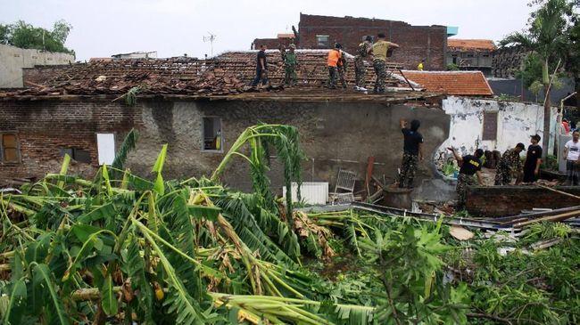 Puting Beliung Rancaekek Jumat Sore Rusak Ratusan Rumah