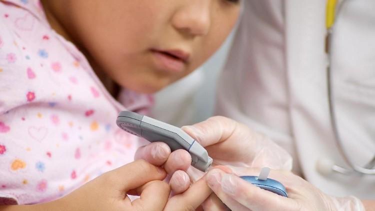 Apa nanti anakku bisa punya anak?, pertanyaan kayak gitu bisa terbesit di benak bunda yang buah hatinya didiagnosis diabetes tipe 1.