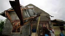 Puting Beliung Rusak Puluhan Rumah Warga di Tangerang & Bogor