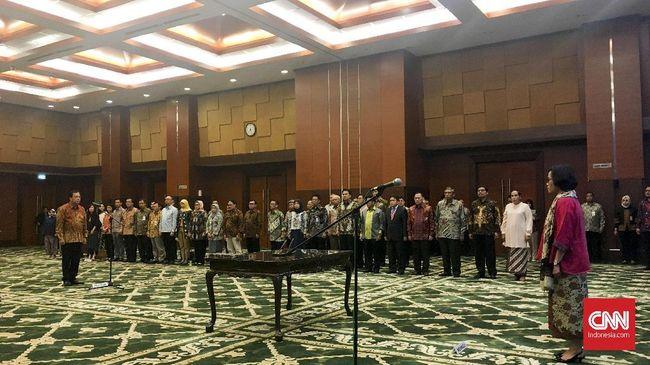 Menteri Keuangan Sri Mulyani Indrawati resmi mendapuk Robert Pakpahan sebagai Direktur Jenderal Pajak Kementerian Keuangan (Kemenkeu) periode 2017-2019.
