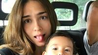 <div>Yasmine juga kompak banget nih sama si kecil. (Foto: Instagram/yaswildblood)</div>