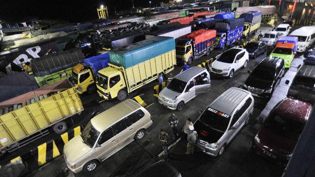 Kemenhub akan mengeluarkan imbauan soal penerapan skema ganjil genap di Pelabuhan Merak-Bakauheni saat mudik Lebaran 2019 demi mencegah kemacetan.