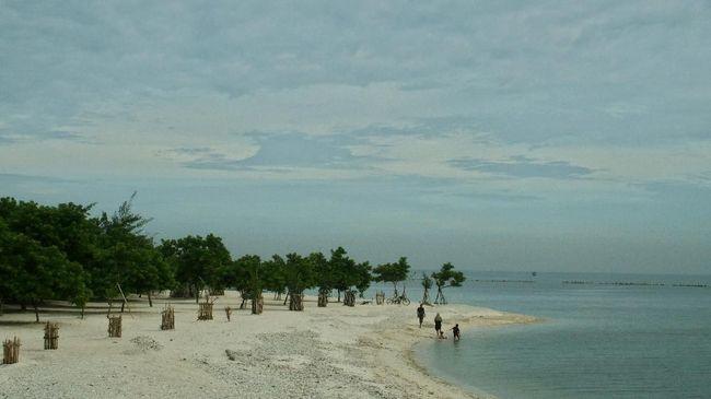 Tiket kapal dari Pelabuhan Kali Adem menuju Kepulauan Seribu didiskon 50 persen selama masa pandemi Covid-19.
