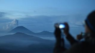 Gunung Semeru Luncurkan Awan Panas Hingga 11 Km
