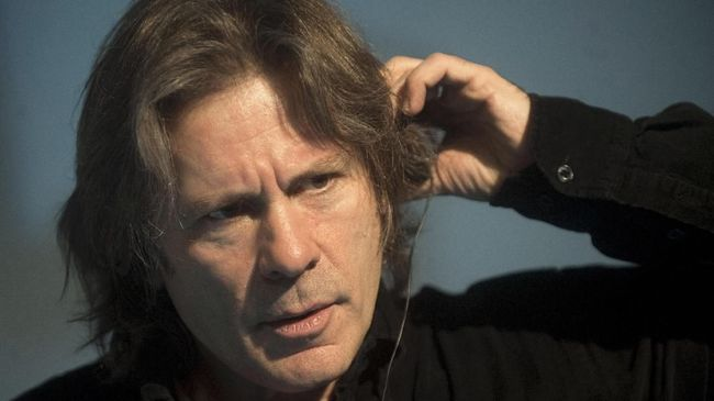 Vokalis Iron Maiden Bruce Dickinson mengatakan musik tidak berkaitan dengan belakang sosial dan heavy metal bukan musik kelas pekerja.
