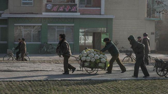 Korut disebut menjual beras jatah tentara kepada penduduk yang tengah mengalami krisis pangan.