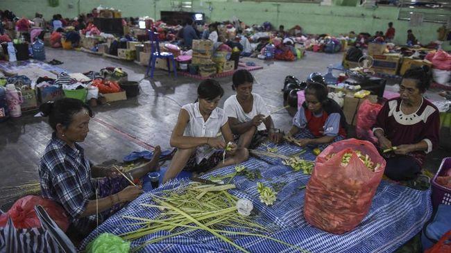 Pengungsi akibat erupsi Gunung Api Ili Lewotolok mencapai 4.628 orang yang tersebar di tujuh titik pengungsian.