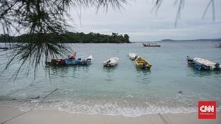 Panglima Laot Aceh Gemas dengan Kapal Pengangkut Batu Bara
