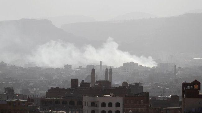 Koalisi Arab Saudi menggempur kelompok pemberontak Yaman, Houthi, dalam operasi militer pertama sejak serangan drone di kilang minyak Saudi Aramco pekan lalu.