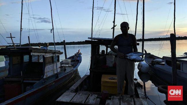 Lewat pantun, nelayan Natuna menyindir Menko Polhukam Mahfud MD dan Menteri KKP Edhy Prabowo soal rencana mobilisasi ke Laut Natuna Utara.