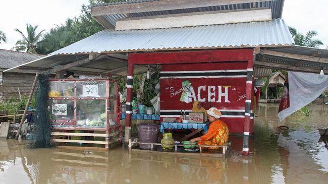 Banjir di Kabupaten Aceh Timur merendam 23 desa dan membuat ribuan warga terdampak, evakuasi dan pendataan korban masih berlangsung.