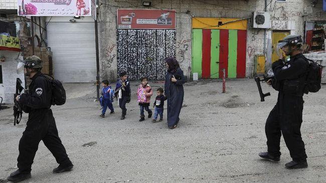 Warga Israel mengusir keluarga Palestina dari rumah di Yerusalem hingga wanita tewas tertusuk sedotan stainless steel ramaikan kabar internasional pada Kamis.