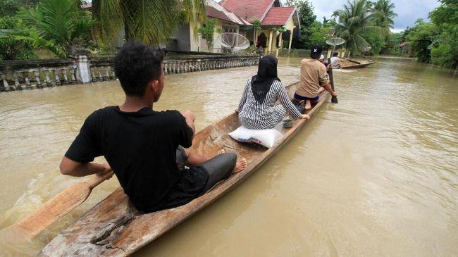 Sebanyak 27 ribu warga Aceh mengungsi karena rumahnya terendam banjir. Daerah terparah berada di Kabupaten Aceh Utara dan Aceh Timur.