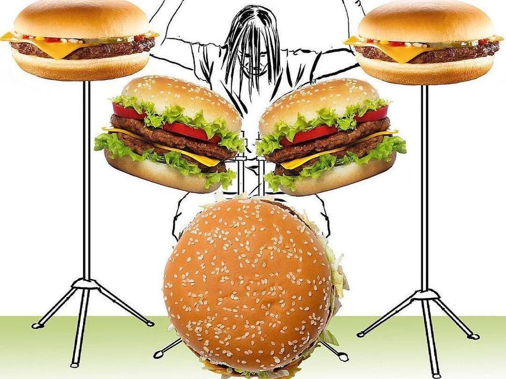 Selanjutnya di tangan seniman ini burger bisa diubah menjadi seperangkat drum. Keren! Foto: Diego Cusano