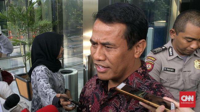 Menteri Pertanian mengatakan pihaknya bersama KPK sedang mencari solusi bagi petani kelapa sawit terkait persoalan lahan yang berada di tengah hutan produksi.
