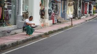 FOTO: Berwisata di Tengah Erupsi