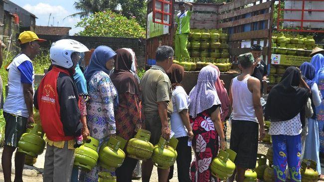 Kementerian Energi dan Sumber Daya Mineral mengimbau Pegawai Negeri Sipil (PNS) untuk tidak menggunakan gas cair (LPG) tabung tiga kilogram.