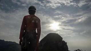 Uji Nyali di Curamnya Tebing Gunung Parang Purwakarta