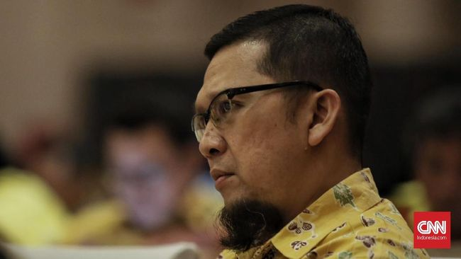 Ketua Komisi II DPR RI, Achmad Doli Kurnia mengatakan keputusan diambil Ketua Umum Golkar Airlangga Hartarto dalam rapat pleno yang digelar pada Senin (27/9).