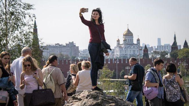 Pemerintah Rusia berencana mempermudah pengajuan visa bagi wisatawan Indonesia agar lebih banyak yang berkunjung ke Negara Beruang Merah.
