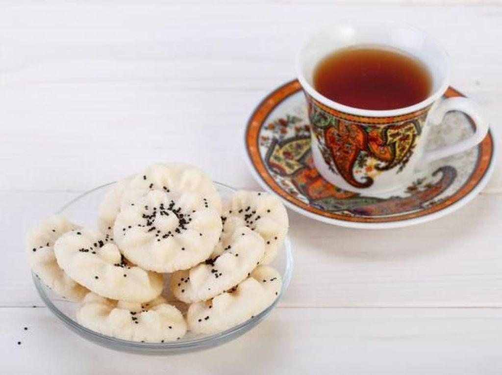 Kue klasik berbahan tepung beras ini jadi makanan kebanggaan orang Iran. Ada aroma khas dari kue ini karena dibuat dengan tambahan air bunga mawar. Foto: Istimewa