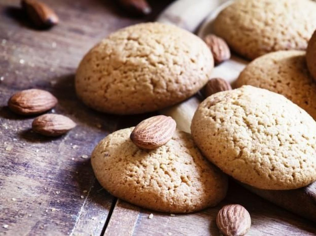 Beralih ke Asia, ada almond cookies yang populer di China. Kue kering yeng terbuat dari racikan tepung, mentega, gula telur dan kacang almond ini renyah dan manis. Foto: Istimewa