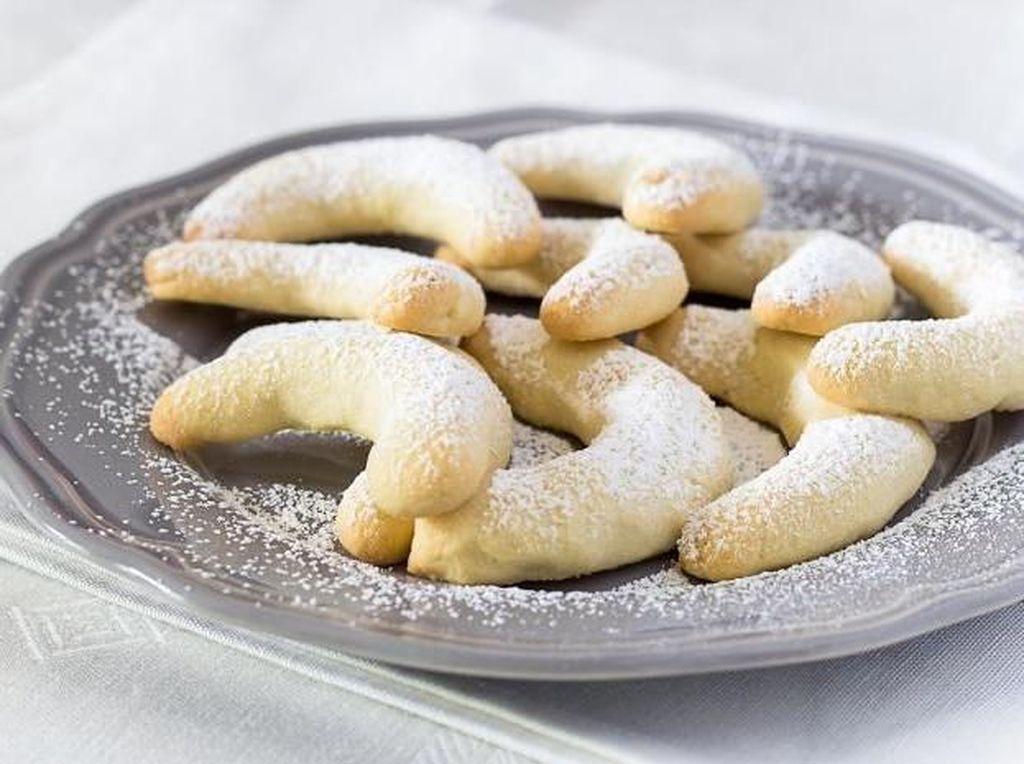 Hungaria punya kue bernama kiffle atau biasa disebut kieflie. Kue manis ini diisi dengan kacang walnut, rasanya manis dan buttery. Foto: Istimewa