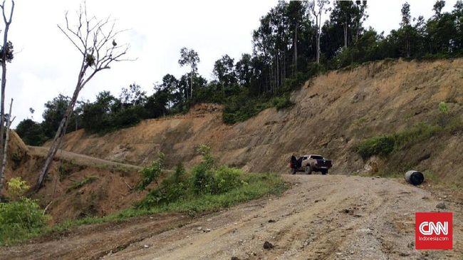 Yovicko Sondakh, seorang operator alat berat proyek pembangunan jalan Trans Papua tewas setelah ditembak di Kecamatan Mugi, Kabupaten Nduga, Papua.