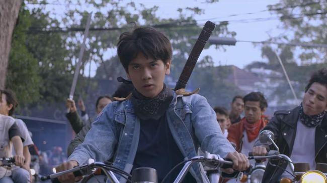 Ulasan Film: 'Dilan 1990'